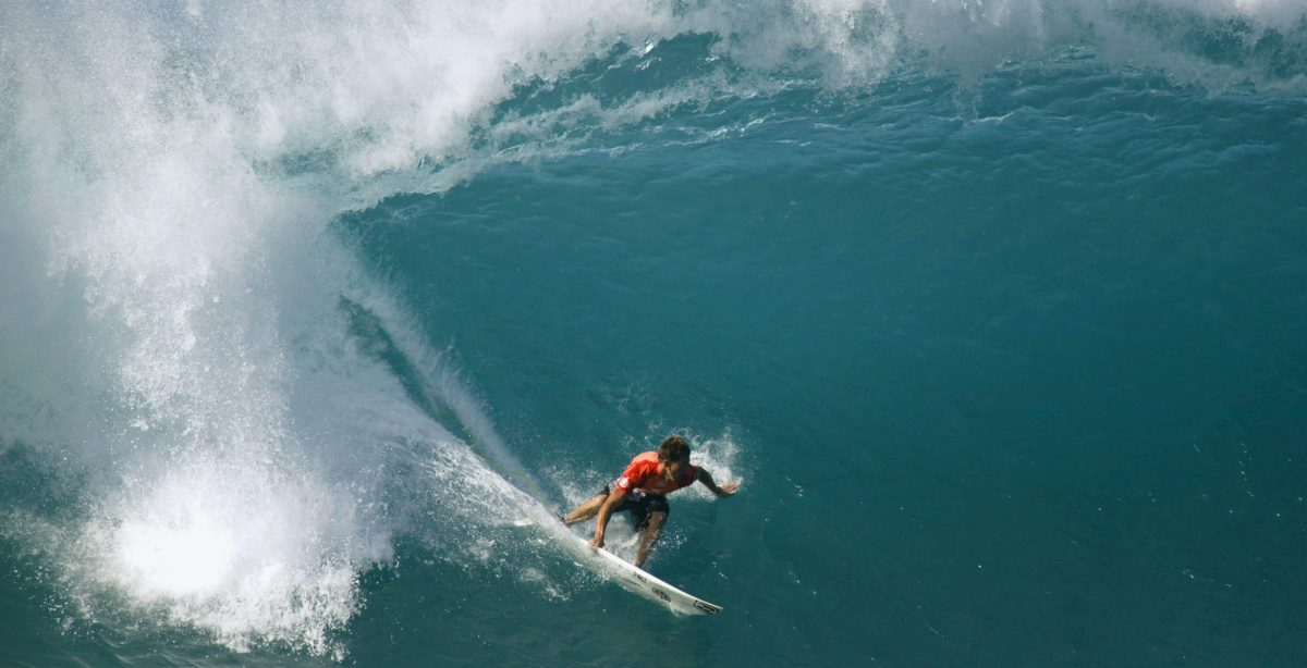 BANZAI PIPELINE, HAWAII - DECEMBER 14: Andy Irons of Hawaii pulls into a barrell in his opening heat of the Xbox Pipeline Masters at the Banzai Pipeline on the North Shore of Oahu, Hawaii on December 14, 2002. The Xbox Pipeline Masters is the final jewel in the Triple Crown of Surfing featuring a trio of world championship surfing events on the North Shore of Hawaii. (Photo by Grant Ellis ostee/Getty Images)